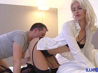 Hollandaise blonde enculée par un français